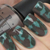 Зеленый камуфляж на ногтях