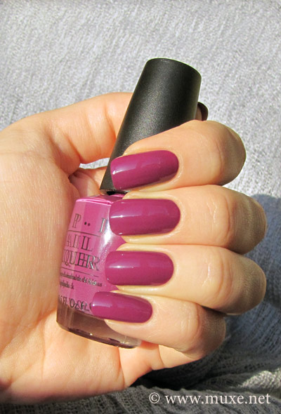 OPI Pamplona Purple NL E50 свотч