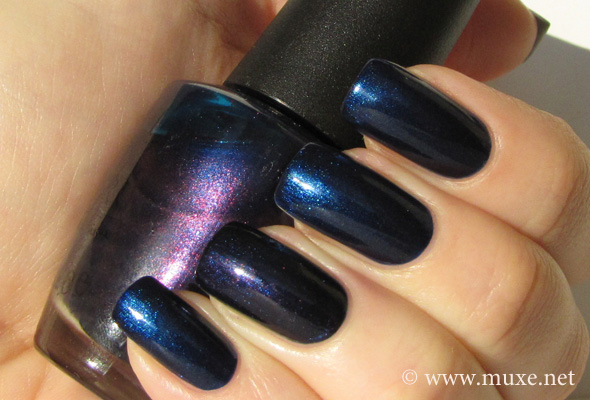Essence Hard to Resist и OPI Russian Navy