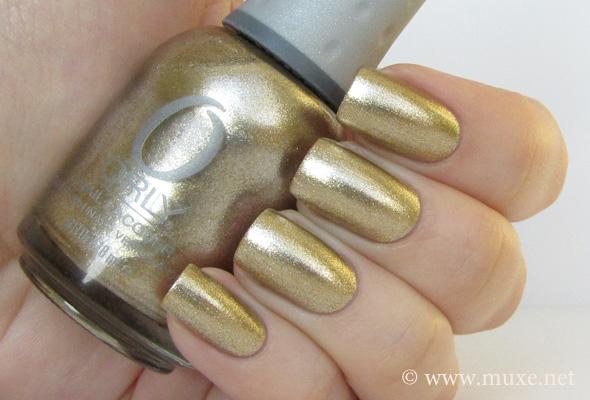 Золотой лак для ногтей