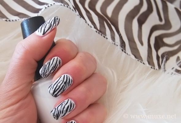 Ногти - принт зебра