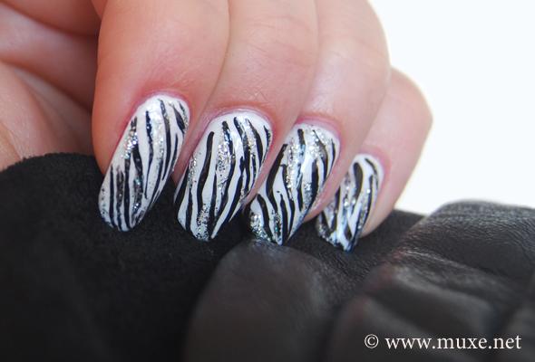Ногти дизайн зебра