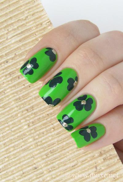 Зеленый дизайн ногтей Святой Патрик