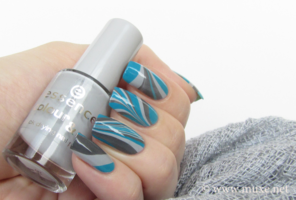 Water marbled nail design