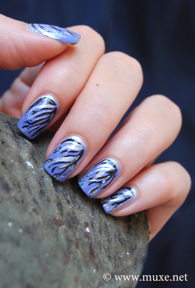 Winter blue nail art