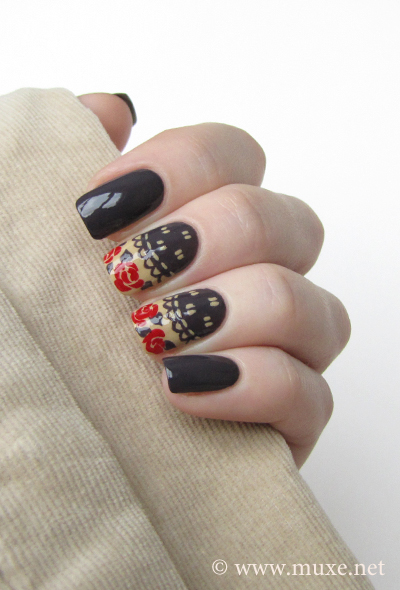 Nails red roses design