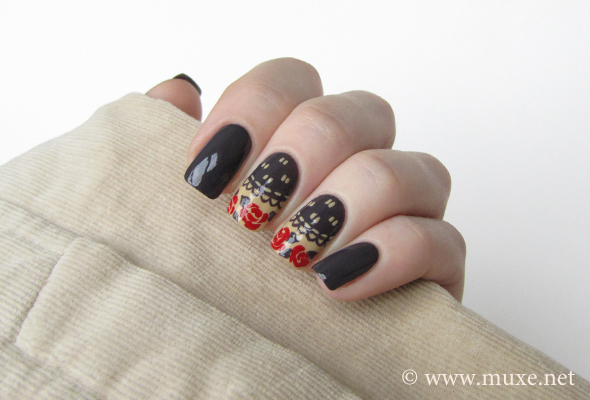 Grey with red roses nail design