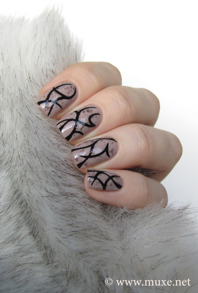 Tattoo design on nails