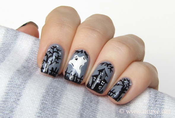 Halloween nails with ghosts