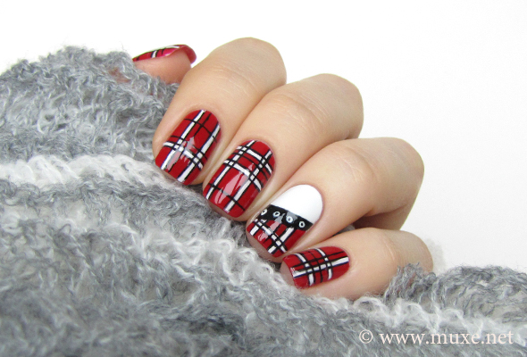 Red plaid nails
