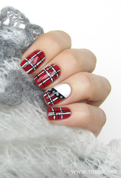 Plaid nails in red design