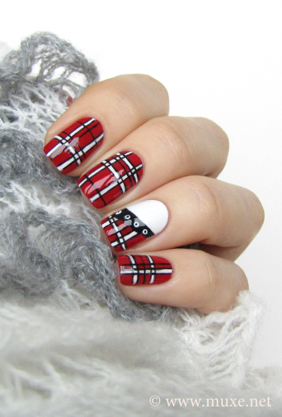 Red nails with stripes design