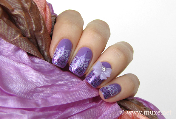 Lilac bowknots on nails
