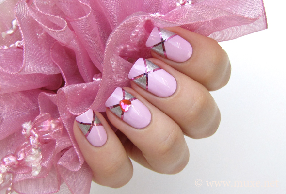 Nails with pink hearts