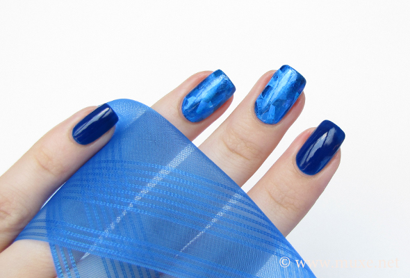 Diamond blue nail foils design