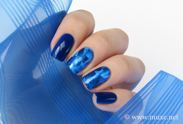 Nail foil design and manicure