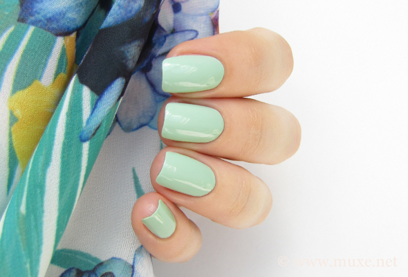 Mint nails - light green nail polish