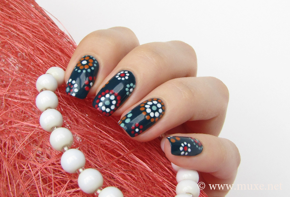 Nail design with dots and circles