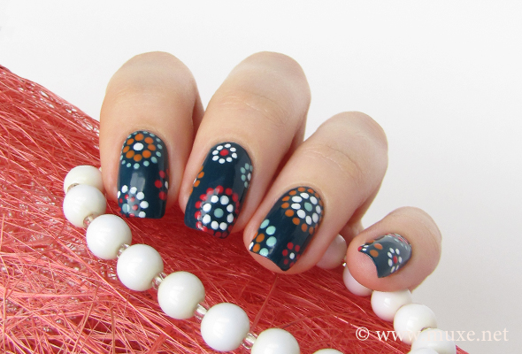 Nails with dots and circles design