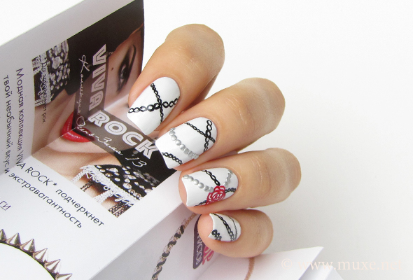 Gothic nail art with chains