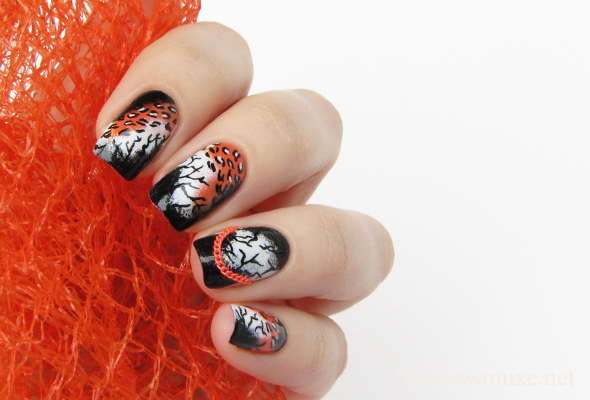 Halloween nail design with chains
