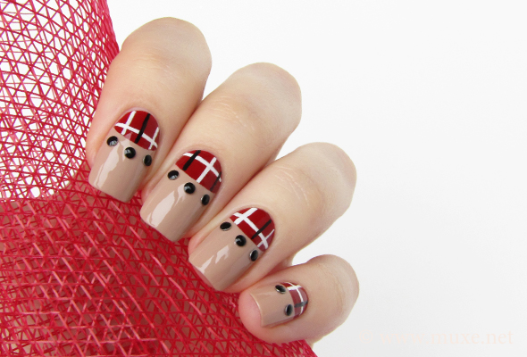 Red plaid nails design