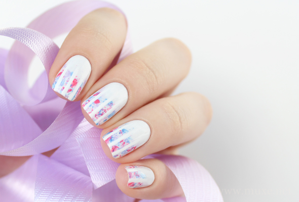 Pastel stripes nail design