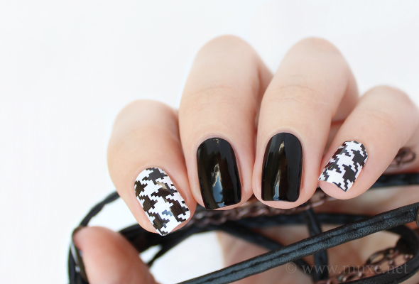 Black and white houndstooth nails