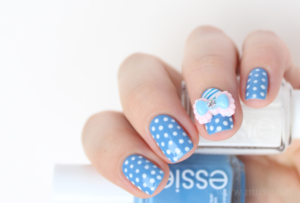 White and blue dots nail art