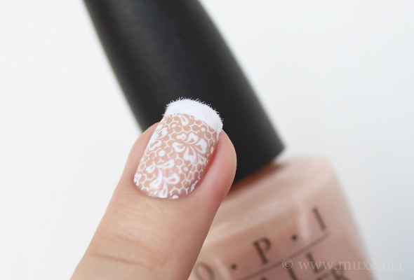 French nails with lace