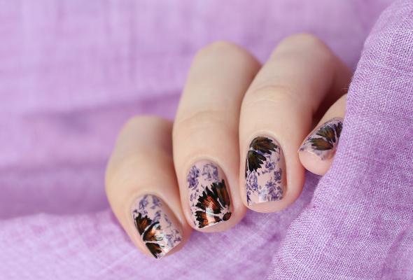 Autumn flowers nail design