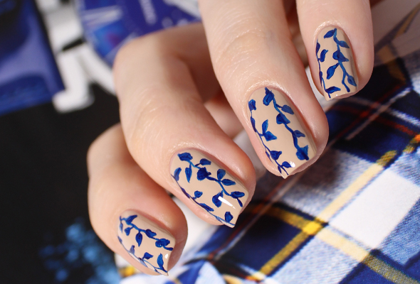 Blue flowers on nude nails