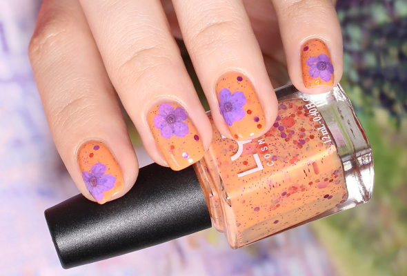 Dry flowers nail design