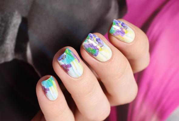 Aquarelle nail design