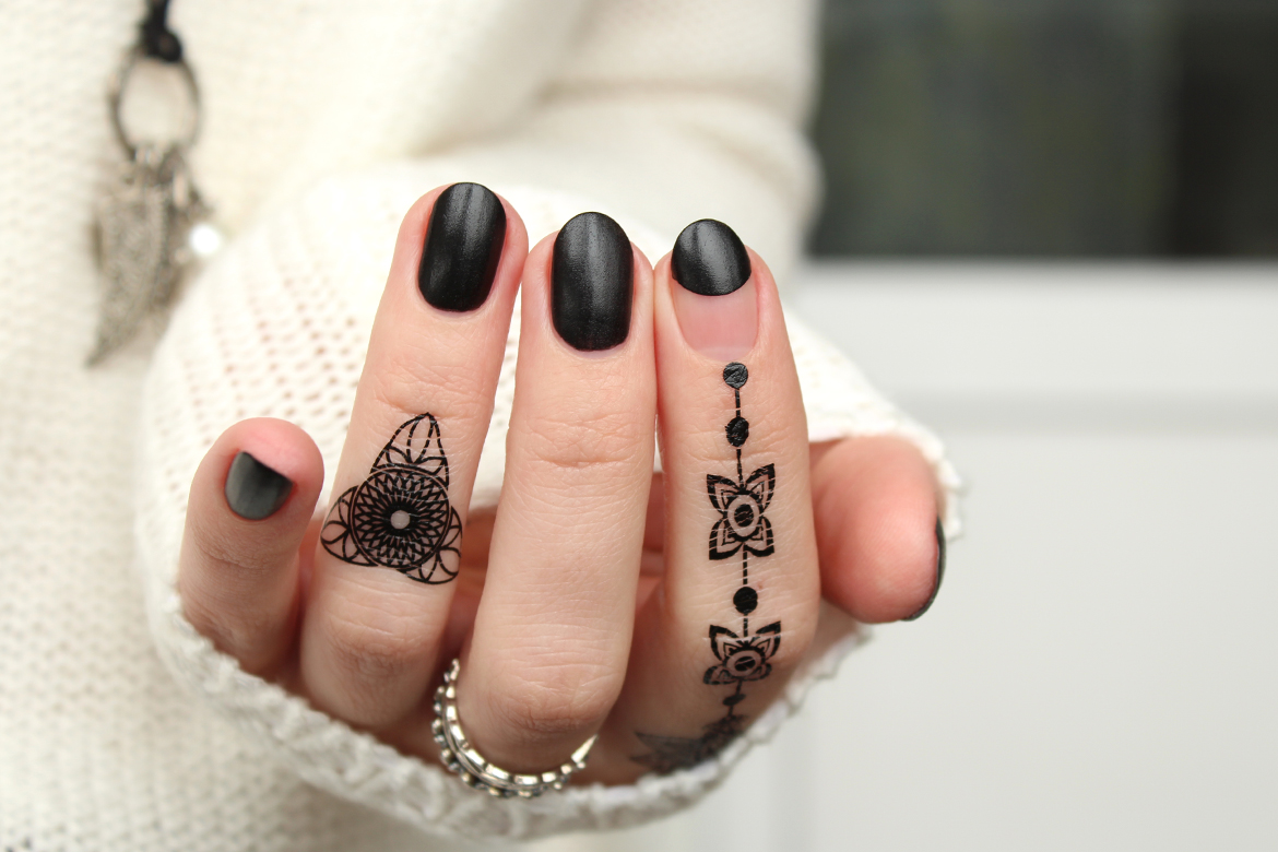 black nails design with henna